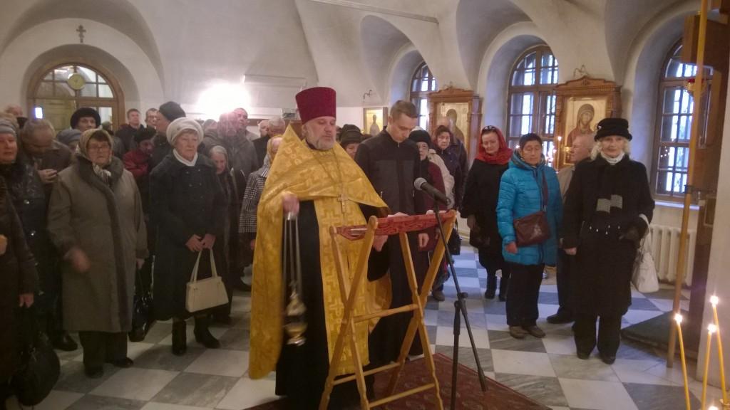 30.10.14 прот. Олег служит панихиду по жертвам политических репрессий.