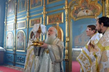 Божественная Литургия в храме святой великомученицы Параскевы. 11 января 2015г.