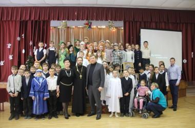 15 января 2015 года в МОУ СОШ №5 прошёл праздник, посвящённый Рождеству Христову