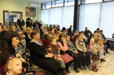 Прихожане и священники православных храмов провели праздник для детей