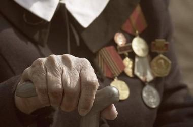 Протоиерей Георгий Лазарев поздравил ветеранов с годовщиной победы в Сталинградской битве