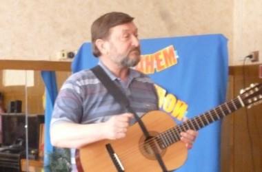 Встреча с автором и исполнителем духовных песен Иваном Варламовым прошла в МОУ СОШ №1 города Фролово Волгоградской области