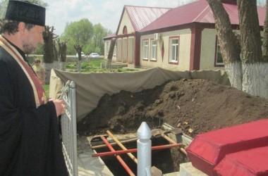 Благочинный Клетского округа Калачесвкой епархии совершил литию на перезахоронении воинов, погибших во время Великой Отечественной войны