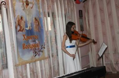 Праздничный концерт для прихожанок храма святого праведного Иоанна Кронштадтского, посвященный неделе жен-мироносиц (30 апреля 2015 года).