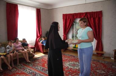 Благотворительная акция «Православная книга – на молитвенную память!» прошла в Усть-Медведицком Спасо-Преображенском монастыре
