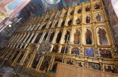 Иконостас Успенского собора Свято-Троицкой Сергиевой лавры: поновления и реставрации