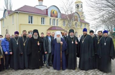 Богослужение в Свято-Тихоновском храме города Волжского