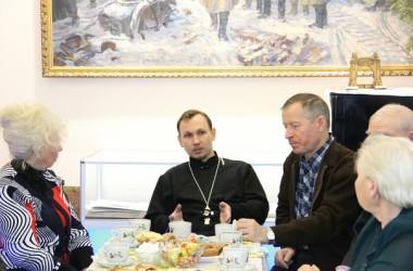 На базе музея ФБУ «Волго-Дон» священник проводит встречи с ветеранами труда