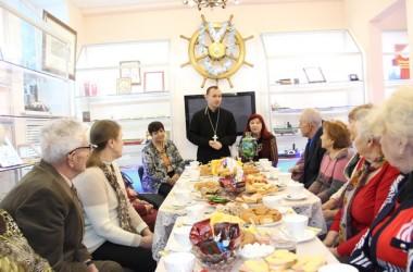 В музее Волго-Донского судоходного канала священник провел встречу с ветеранами труда