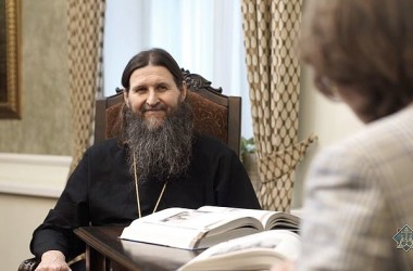 «МОЖЕТ ЛИ МИРЯНИН ТВОРИТЬ МОЛИТВУ ИИСУСОВУ? И МОЖЕТ, И ДОЛЖЕН!» Беседа с митрополитом Архангельским и Холмогорским Даниилом