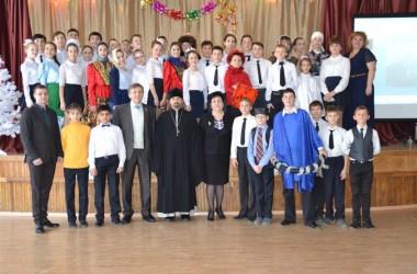 Школьники и педагоги провели благотворительный бал «Твори добро»