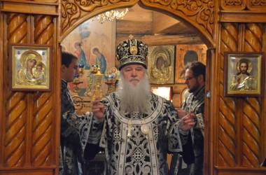 30 марта митрополит Волгоградский и Камышинский Герман совершил литургию Преждеосвященных Даров в Свято-Преображенском храме