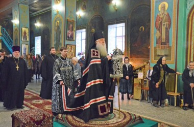 10 апреля митрополит Волгоградский и Камышинский Герман совершил в Казанском соборе чин пассии