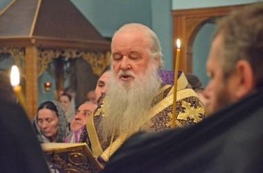 9 апреля митрополит Волгоградский и Камышинский Герман совершил Всенощное бдение в Свято-Духовом монастыре