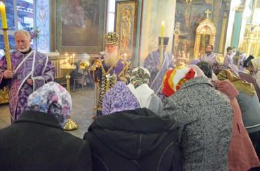 В канун Недели 3-й Великого поста, Крестопоклонной, митрополит Волгоградский и Камышинский Герман совершил всенощное бдение