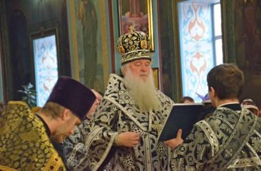 Митрополит Волгоградский и Камышинский Герман совершил Вечерню с чтением Акафиста Страстям Христовым