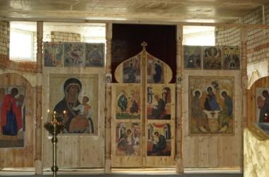 В строящемся храме Святой Троицы прошло первое богослужение