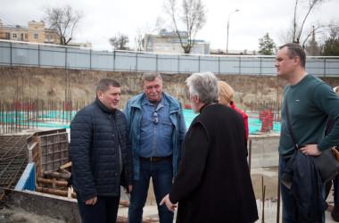 В рамках выездного совещания по благоустройству центральной части Волгограда губернатор посетил строительную площадку собора Александро-Невского