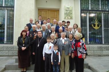 Настоятель прихода адмирала Феодора Ушакова поздравил ветеранов с Днем Победы