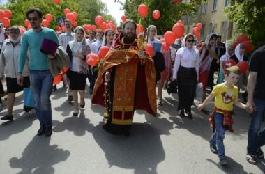 Семейный пасхальный крестный ход состоялся в Волгограде 8 мая