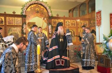В Великую субботу митрополит Волгоградский и Камышинский Герман совершил литургию Василия Великого в Свято-Духовом монастыре
