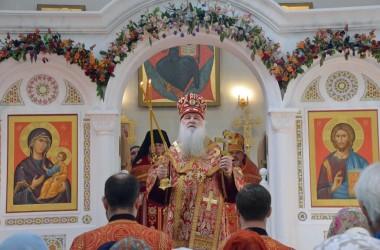 Митрополит Волгоградский и Камышинский Герман совершил Божественную литургию в Свято-Владимирском храме 8 мая