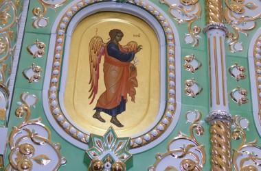 В храме Димитрия Донского в Волжском установлен эксклюзивный фарфоровый иконостас
