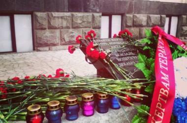 Панихиды по погибшим проходят в годовщину терактов в Волгограде