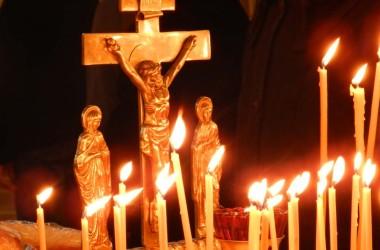 В храмах Волгограда проходят панихиды по жертвам крушения самолета Ту-154 Министерства Обороны