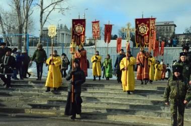 В праздник Богоявления волгоградцы прошли торжественным крестным ходом