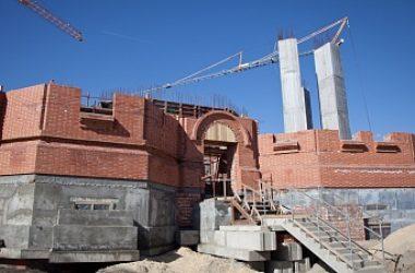 Глава попечительского совета по строительству Александро-Невского собора губернатор Андрей Бочаров побывал на стройплощадке