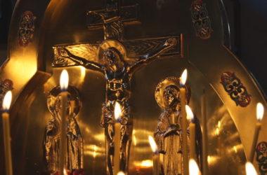 В волгоградских храмах молитвенно почтили память погибших в результате трагедии в Санкт-Петербурге