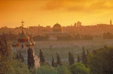 В храмах Волгоградской митрополии помолятся о мире на Святой Земле