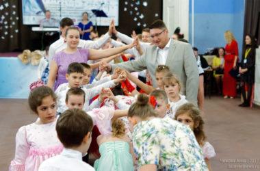Пасхальный семейный бал в Волгограде собрал более двухсот танцоров