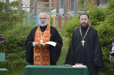 Состоялась церемония освящения знамени СКО «Благовещенская станица» храма Иоанна Кронштадтского