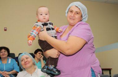 Священник посетил Перинатальный центр №2 в День защиты детей