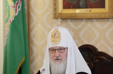 Святейший Патриарх Кирилл призвал старшее поколение становиться друзьями молодым людям