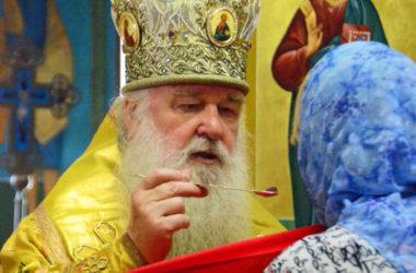Божественная литургия в  Предпразднство Происхождения Честных Древ Животворящего Креста Господня