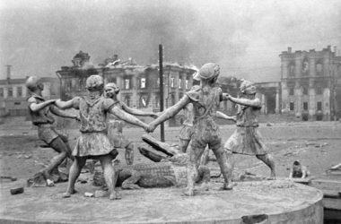 Панихиды по жертвам бомбардировки Сталинграда пройдут в волгоградских храмах