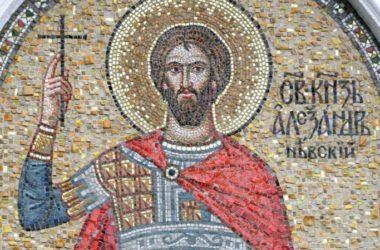 Первая Божественная литургия совершена в строящемся Александро-Невском соборе