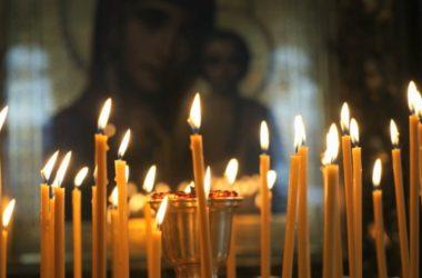 В храмах Волгоградской митрополии молятся о погибших и пострадавших в Кемерове
