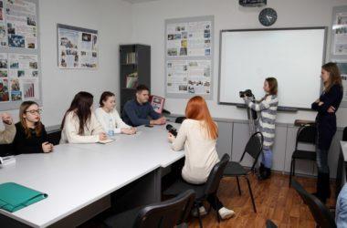 Иерей Сергий Савенков встретился с участниками Школы межэтнической журналистики в ВолГУ
