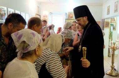 Божественная литургия в храме святого преподобного Амвросия Оптинского
