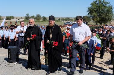 На Россошинском военном захоронении состоялось отпевание советских воинов