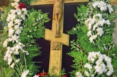Божественная литургия в праздник Происхождения (изнесения) Честных Древ Животворящего Креста