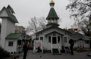 В горсаду Волгограда верующие почтили память жертв политических репрессий