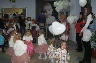 Священнослужитель навестил пациентов перинатального центра в Волгограде