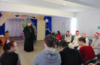 Благочинный Кировского района поздравил с новым годом молодежь с ОВЗ