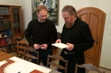 Внутреннее убранство Александро-Невского собора обсудил владыка Феоктист с иконописцем  Дмитрием Хартунгом