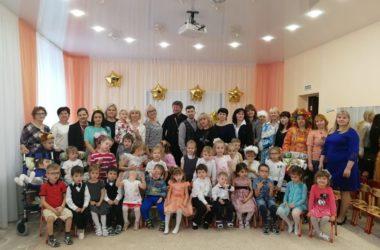 Священник побывал в гостях у особых детей
